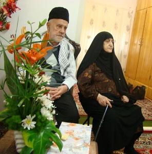 دیدار مردم و مسئولین با پدر شهیدان باطبی